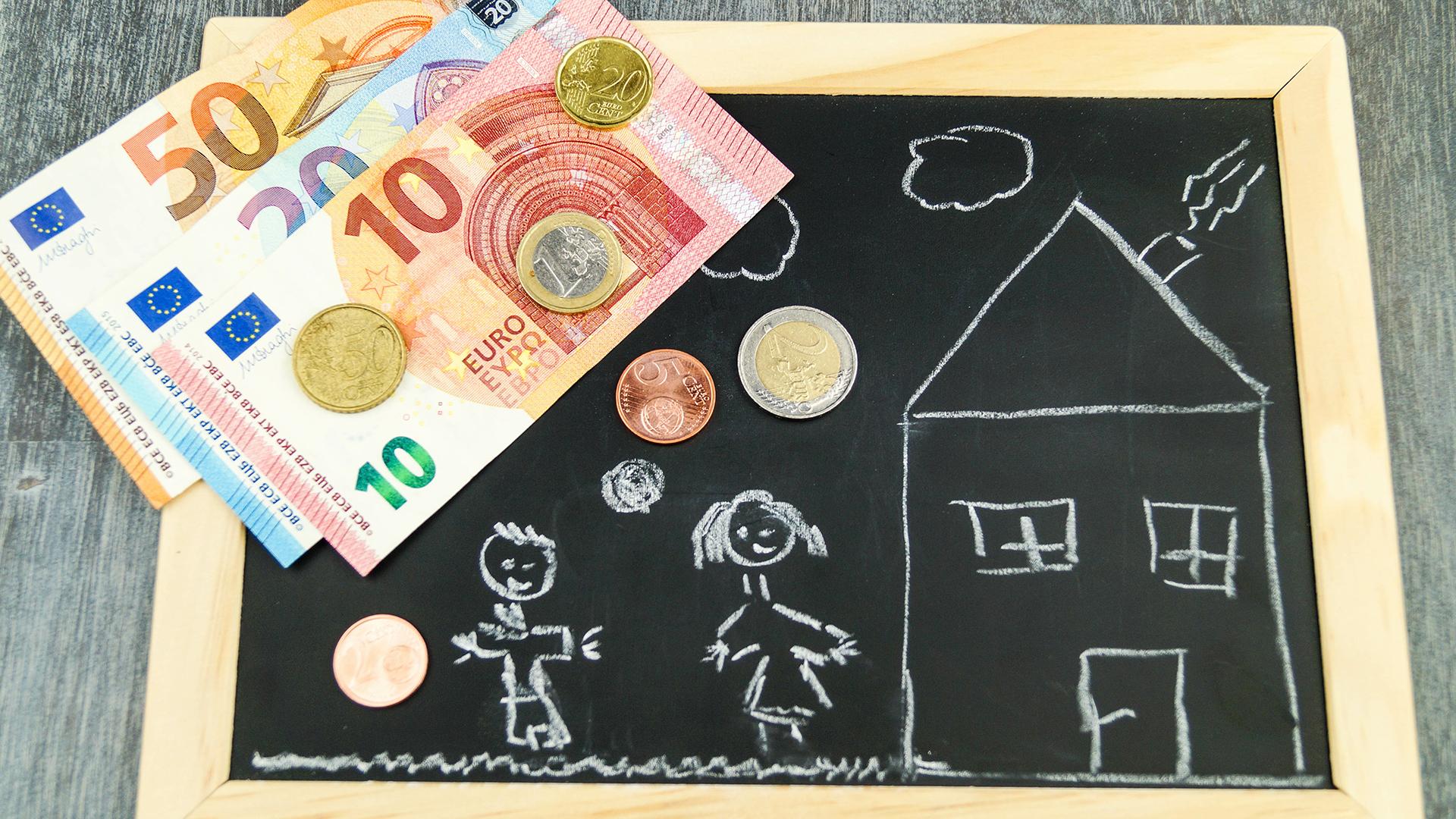 Mit Baukindergeld Zuschüssen vom Staat werden Familien die ein Eigenheim bauen oder kaufen wollen unterstützt.